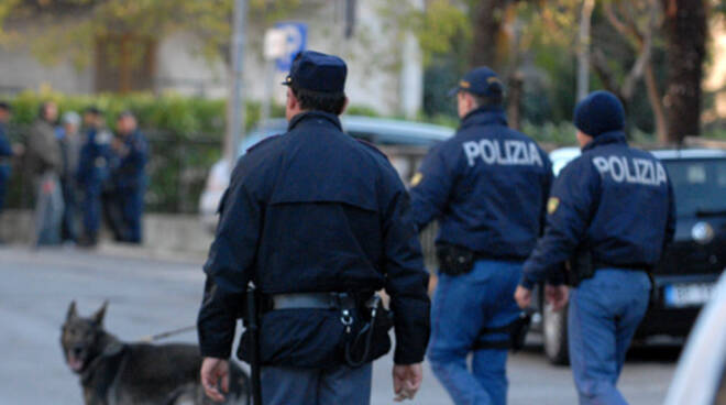 poliziaazione.jpg