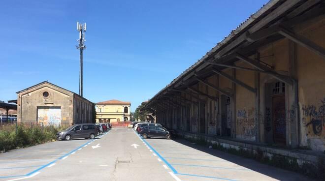 Scalo_merci_ferroviario.jpg
