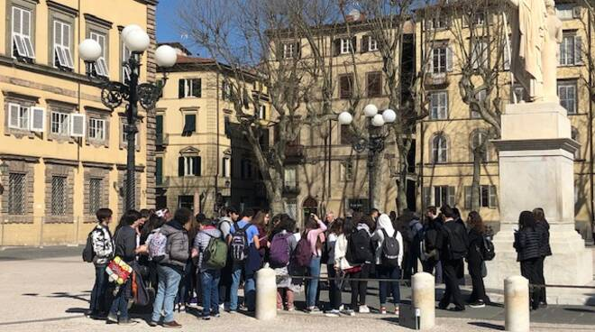 Studenti_da_Genova_sui_luoghi_di_MLB_2.jpg
