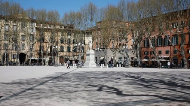 piazza_napoleone_lucca_2.jpg