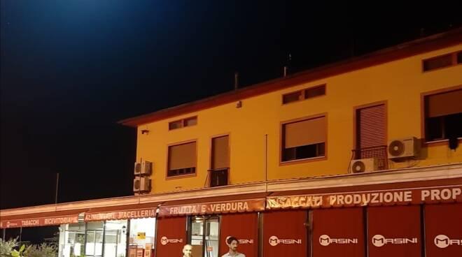 Menesini_e_Del_Carlo_sperimentano_attraversamento_pedonale_Lammari.jpg