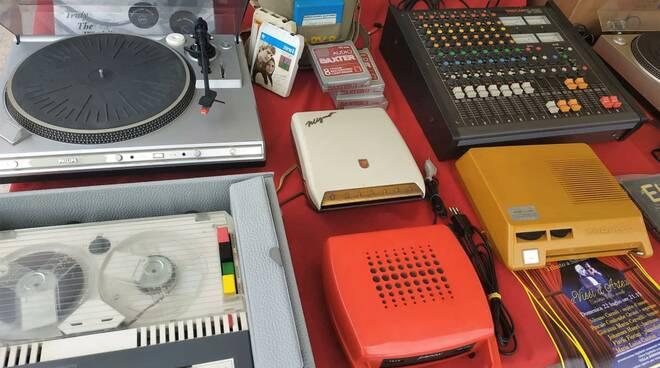 Oggetti_in_mostra_a_Vintage_e_vinile.jpg