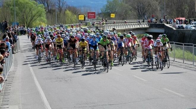 -ciclismoPassaggio_gara___foto_Possenti_F_.jpg