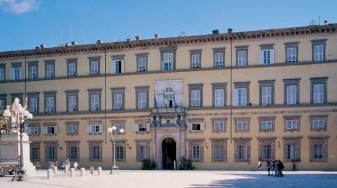 facciata_Palazzo_Ducale_Lucca_1.jpg