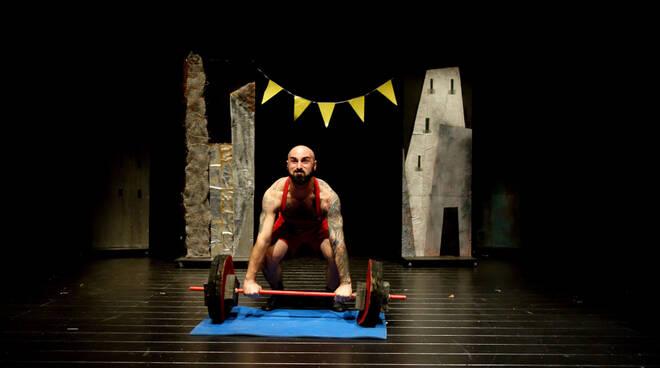 Il_Teatro_nel_Baule_Ticina_mani_di_corteccia_ph_Diego_Bernabei_De_Nicola.jpg