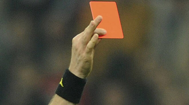 arbitro-squalificato-per-insubordinazione-.jpg