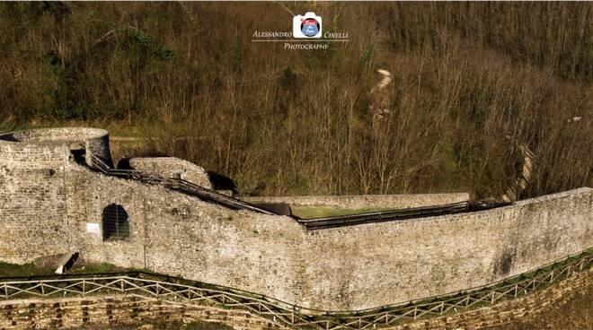La_Rocca_di_Villa_Basilica_Foto_Alessandro-Cinelli.jpg
