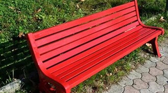 panchina-rossa-.jpg