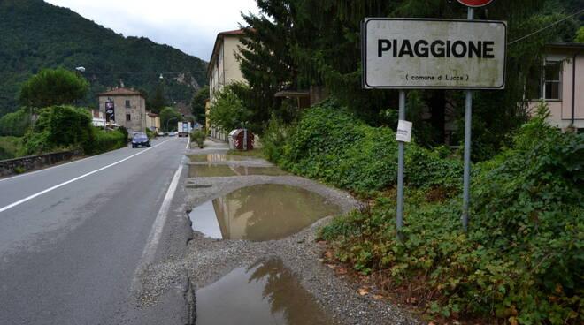 Pozzanghere_marciapiedi_Piaggione_2.JPG