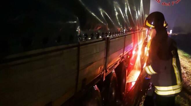 camion vigili del fuoco fipili notte