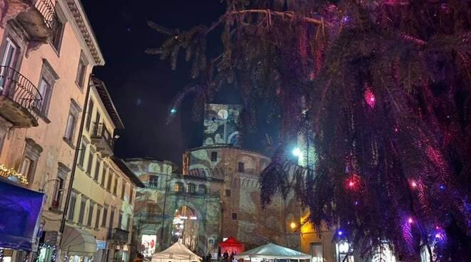 Castelnuovo albero piazza Umberto