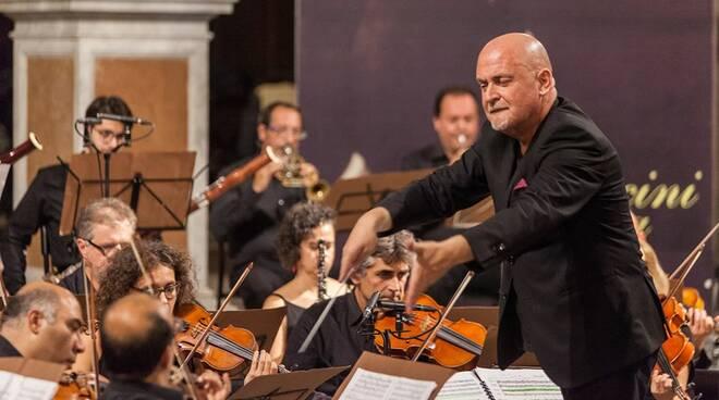 Colombini dirige l'orchestra