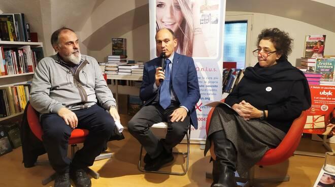 I genitori di Alice Benvenuti e il direttore del Boccherini Fabrizio Papi alla Ubik