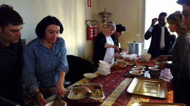 Il pranzo di Natale con i poveri all'Arcivescovato