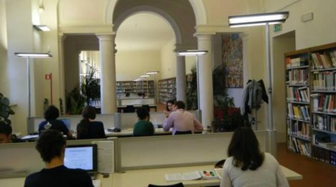 La biblioteca Marconi di Viareggio