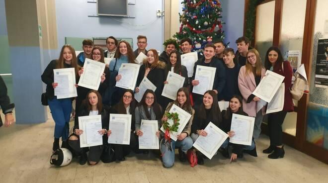 La consegna dei diplomi all'Ite Carrara