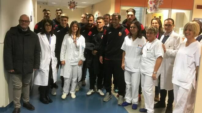 Lucchese in visita alla pediatria di Lucca