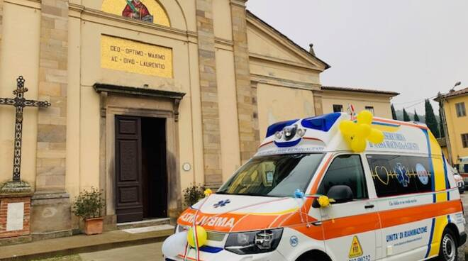 Nuova ambulanza per la misericordia di Massa Macinaia