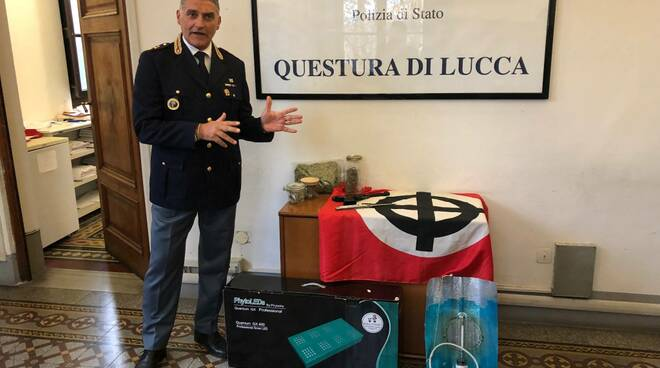 Post razzista su Facebook e droga in casa: arrestato commerciante