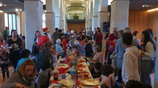 Pranzo di Natale con i poveri