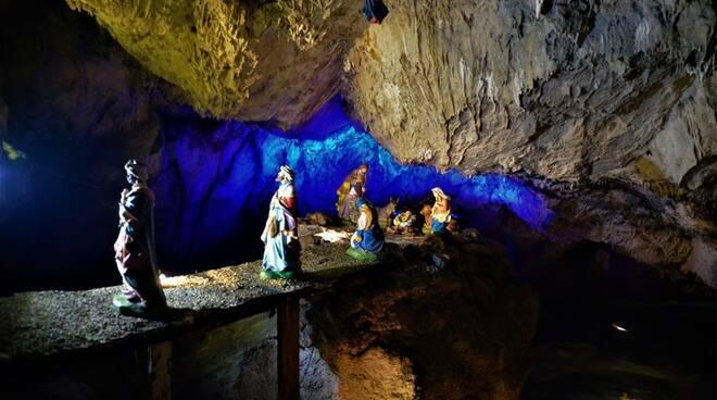 Presepe in grotta