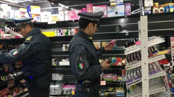 prodotti non sicuri sequestro guardia di finanza a pisa