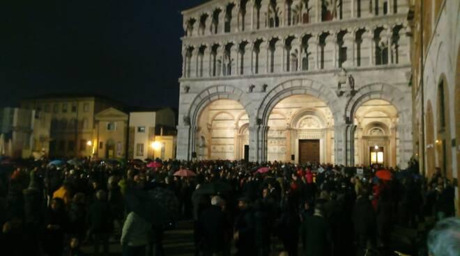 Sardine in piazza a Lucca