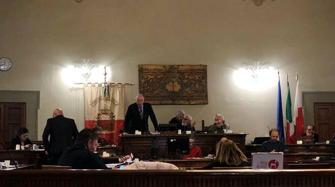 sindaco in consiglio comunale a Lucca