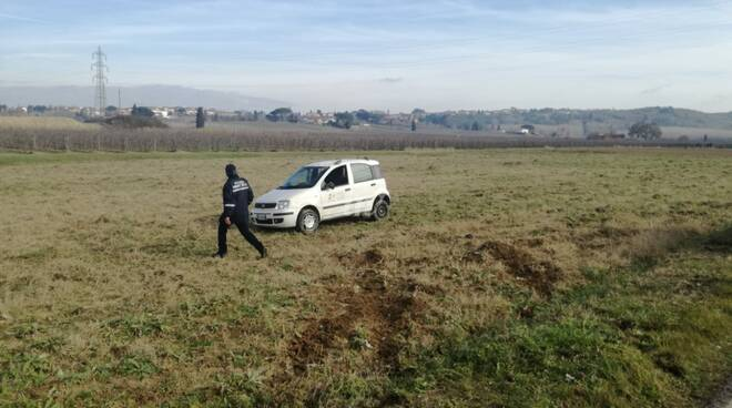 auto nel campo a marti incidente