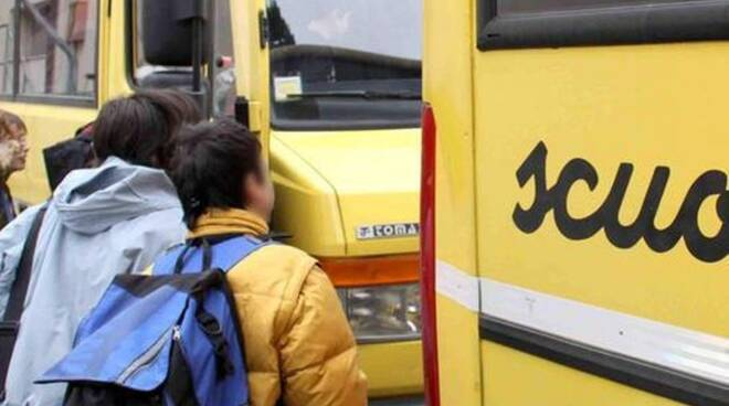 Bambini sullo scuolabus
