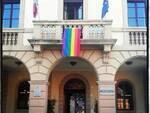 bandiera arcobaleno facciata Comune Altopascio