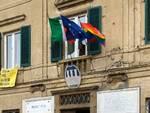 bandiere arcobaleno nei comuni dell'unione valdera