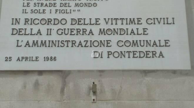 Commemorazione delle vittime del bombardamento dell'inverno del 1944 a Pontedera nelle foto di Enrico Damiani