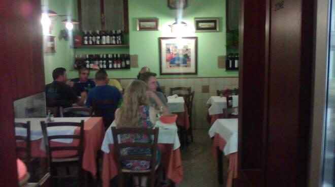 Funa viaggiatore romantico viaggio da colazione a cena in Italia