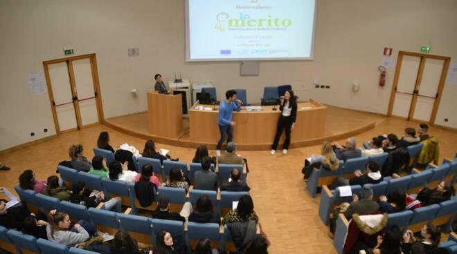 Giornata del merito all'istituto Cattaneo di san miniato premi agli studenti con i voti migliori