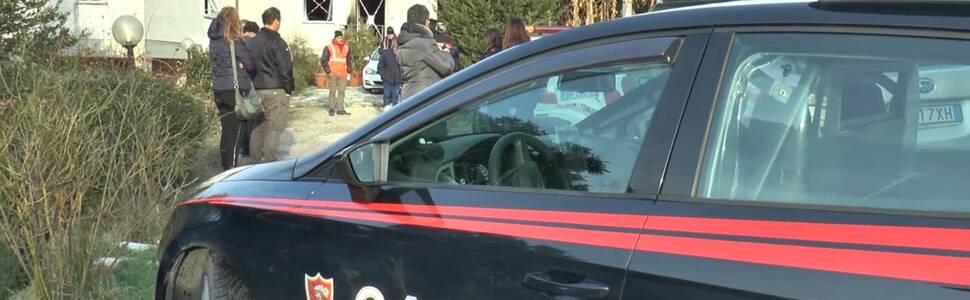 I carabinieri alla casa di Anchiano dove è morta una ragazza di 14 anni