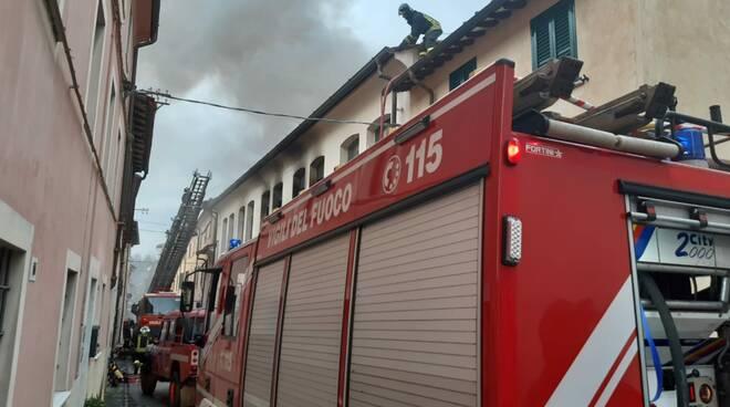 Incendio in abitazione a Pietrasanta
