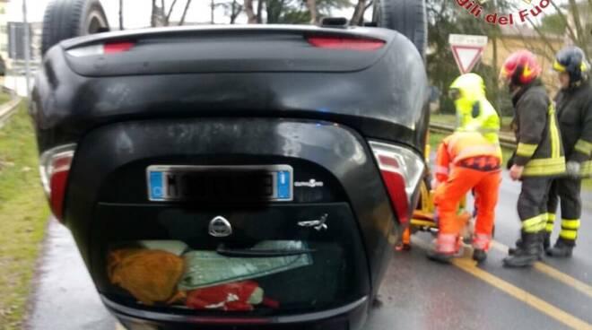 incidente auto ribaltata via Giovanni XXIII Calcinaia 28 gennaio 2020
