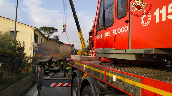 incidente Gragnano via Pesciatina tir contro auto 24 gennaio 2020