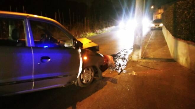 incidente sulla via di Moriano auto contro lampione 3 gennaio 2019