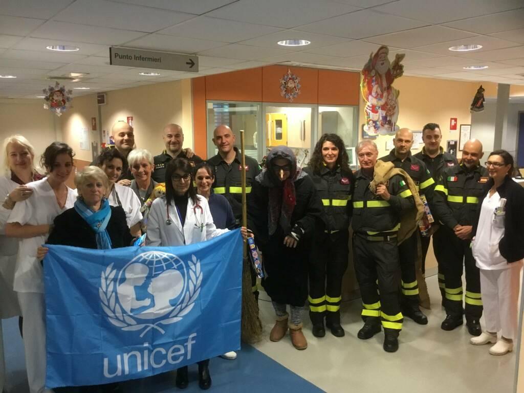 La Befana dei vigili del fuoco in Pediatria