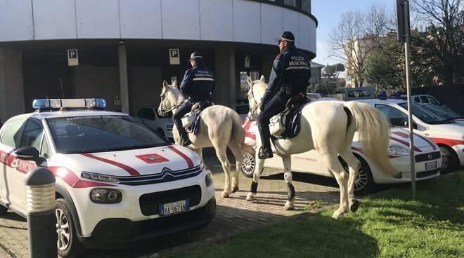merce contraffatta sequestro 1 gennaio Viareggio