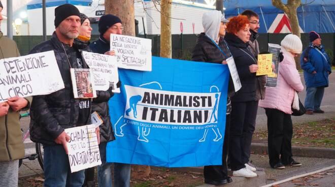 Presidio a Fucecchio contro il circo con gli animali