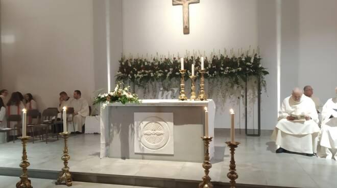 Prima messa nella nuova chiesa di Ponticelli di Santa Maria a Monte, tanta gente all'inaugurazione