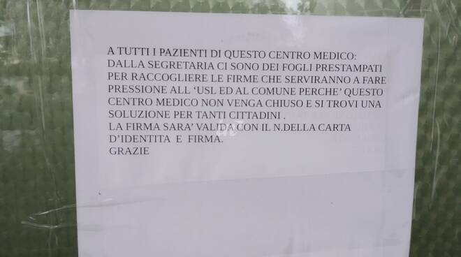 raccolta firme centro medico a ponte a egola nel comune di San Miniato