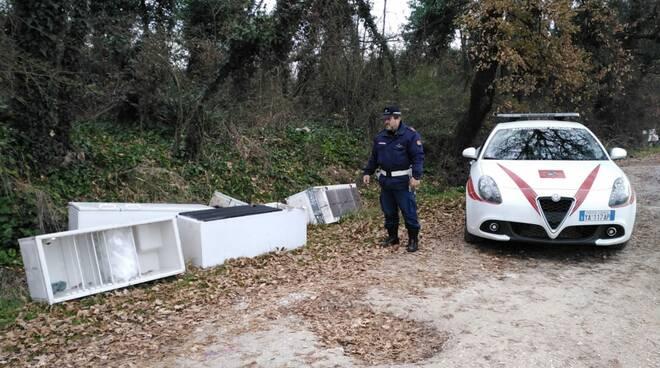rifiuti abbandonati Altopascio via Capocavallo