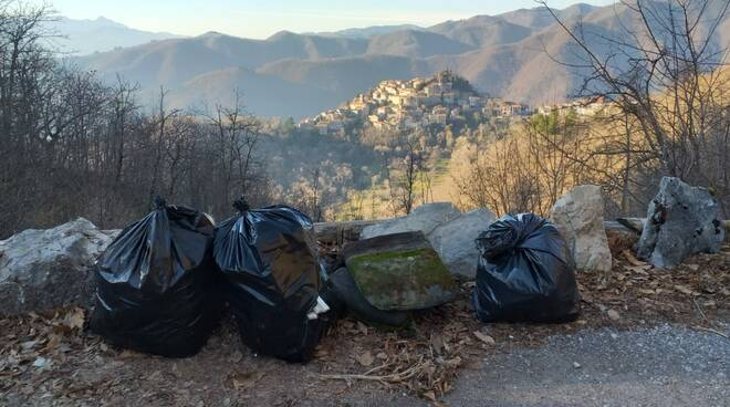 Rifiuti abbandonati Montefegatesi