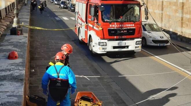 soccorso in Arno dai vigili del fuoco di pisa
