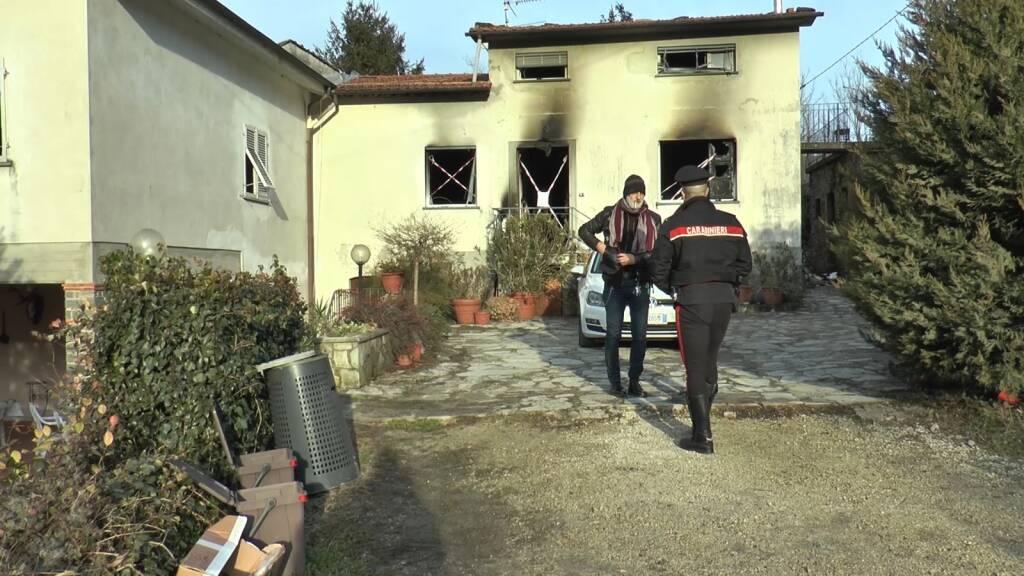 Sopralluogo dei carabinieri alla casa di Anchiano dove è morta una 14enne