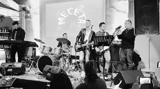 Andrea Migliavacca suona con i Meceta
